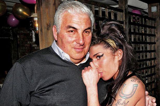 Amy com seu pai, Mitch Winehouse